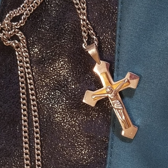 Other - Beautiful 2 tone cross necklace